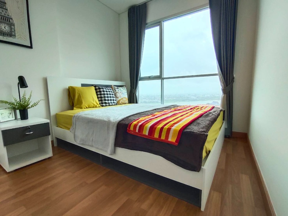 For RentCondoRama3 (Riverside),Satupadit : For rent Lumpini Place Rama 3 - Riverine, premium condominium. On a great location surrounded by the Chao Phraya River with a beautiful view of Bhumibol Bridge.