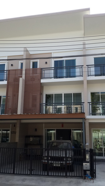 For SaleTownhouseYothinpattana,CDC : Home Town Ramintra 34 for sale, with furniture + whole air conditioner