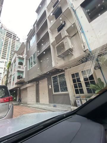For RentShophouseSilom, Saladaeng, Bangrak : RP0097 3 storey commercial building for rent, area 250 sqm, Silom area, near BTS Saladaeng.