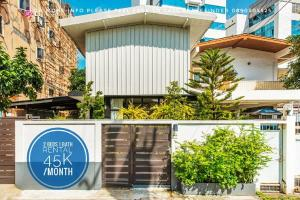 "For RentTownhouseSapankwai,Jatujak : Agent Post call for viewing 0890505525""The Revitalised"" Loft House For Rent in Chatuchak"