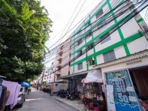 For SaleBusinesses for saleRatchadapisek, Huaikwang, Suttisan : Up To 8% Rental Yield!! 55 Room Apartment at Ratchadapisek 36 for SALE with 2.4 Million Baht Profit Per Year!!