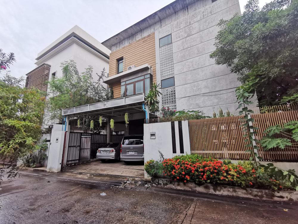 เช่าโฮมออฟฟิศรัชดา ห้วยขวาง : ให้เช่า บ้านเดี่ยวหลังมุม 2 อาคาร ใกล้ MRT.ห้วยขวาง