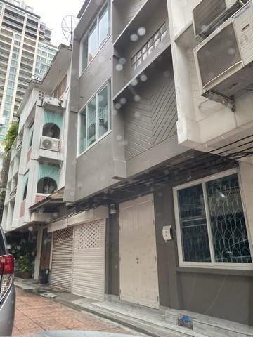 For RentShophouseSilom, Saladaeng, Bangrak : For rent, 3-storey commercial building, Saladaeng area, Silom, near BTS Saladaeng, near MRT Silom.