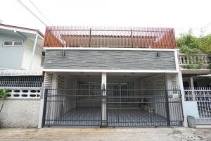 For RentTownhouseRatchadapisek, Huaikwang, Suttisan : (Agent Welcome) 3-storey townhouse for rent with a large rooftop in Ratchada Soi 3 (Soi Chinese Embassy) with furniture.