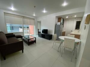 For RentCondoWitthayu,Ploenchit  ,Langsuan : Ploenchit- Pet Friendly Condo (1 Bed 58 Sqm) have Bathtub (25,000 THB) Discounted from 27k