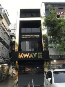 For LongleaseShophouseSiam Paragon ,Chulalongkorn,Samyan : S112 Commercial building for sale, 4 floors, Siam Square Soi 7, good location in the middle of Siam Suitable for a restaurant, clinic, size 224 sq m, with an elevator, a lease fee of 4 million.
