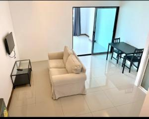 For RentCondoOnnut, Udomsuk : TG8-0232 Urgent for rent, Water Ford Condo Sukhumvit50, next to BTS On Nut !! (Able to support animals)