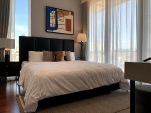 For RentCondoSukhumvit, Asoke, Thonglor : Luxury condo for rent Good location in the middle of Thonglor, Khun by Yu Khun by yoo Soi Thonglor, fully furnished. Complete electrical appliances Can carry a bag to move in. 2 bedrooms, 2 bathrooms, kitchen corner, dining table, bathtub, automatic parki