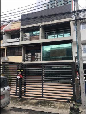 For RentTownhouseSukhumvit, Asoke, Thonglor : For rent commercial building 3 floors