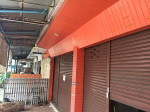 For RentShophouseNawamin, Ramindra : Building 2 booths Ramintra 67 for rent, very good location, near the market, car park, near the intersection in the village.