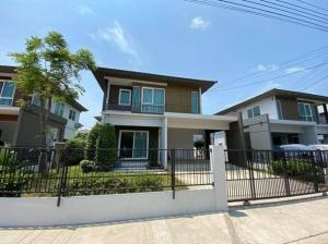 For RentHouseRathburana, Suksawat : 2 storey detached house for rent, Prueklada Village Soi Pracha Uthit 90 near Sarasas Witaed School Fully furnished, 4 air conditioners, residential only Can support animals