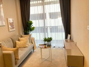 For SaleCondoSukhumvit, Asoke, Thonglor : Condo for sale Quintara Treehaus Sukhumvit 42, nice room, near BTS Ekkamai.