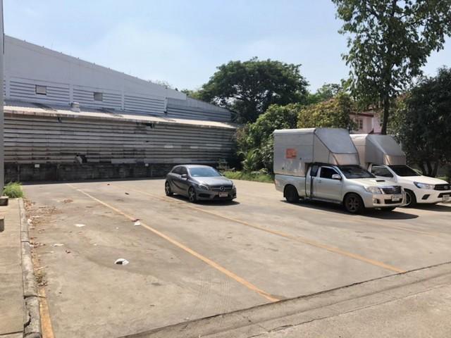 For RentWarehouseNakhon Pathom, Phutthamonthon, Salaya : Warehouse for rent, usable area 2,000 sq m. Phutthamonthon Sai 4, Samphran, suitable as a warehouse on the main road