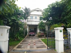 For SaleHousePattanakan, Srinakarin : House for sale, Manthana, Rama 9 Ring Road (near Krungthep Kreetha Road), area 99 sq m, total usable area of 240 sq m, price 8.1 million baht, complete with furniture.