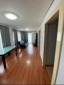 For RentCondoRatchadapisek, Huaikwang, Suttisan : Condo Chateau In Town Ratchada 13 FOR RENT