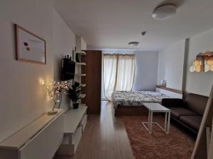 For RentCondoOnnut, Udomsuk : For rent, Elio Condo Sukhumvit 64, away from Rave Punnawithi 700 meters, corner room