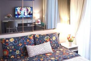 For RentCondoBang Sue, Wong Sawang : Condo near Yothin Burana School Walk to school, get a very beautiful view.Chapter One Shine Bang Po Studio room South, river view, the best of the Floor Good feng shui, very beautiful, beautiful view of the river curve from the room