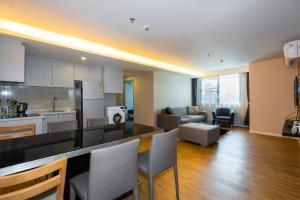 For RentCondoRama3 (Riverside),Satupadit : ฺBig Condominium 2 bedrooms, 2 bathrooms with Private Lift, near Sathorn.