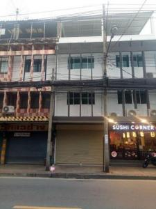 For RentShophouseRatchadapisek, Huaikwang, Suttisan : BH662 Commercial building for rent, 4 floors, 1 bedroom, 2 bathrooms, newly renovated, Inthamara On Sutthisan Winitchai Road Near MRT Huai Khwang, Din Daeng District, rental price 35,000 baht / month