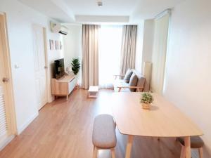 For RentCondoRatchadapisek, Huaikwang, Suttisan : Condo for sale / rent The kris 7 (Soi Ratchada 17) renovated brand new, very beautiful. Front edge room