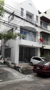 For RentTownhouseYothinpattana,CDC : 3-storey townhome for rent, town in town, corner back 4 bedrooms, rental price 20,000 baht / month Near along the express