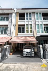 For SaleTownhouseRama9, RCA, Petchaburi : Quick sale, 3-storey townhome, Baan Klang Muang Village, S Sense Rama 9 - Ladprao, near the expressway up and down. Pradit Manutham District, Wang Thonglang