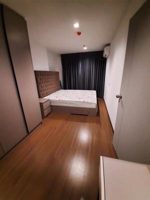 เช่าคอนโดอ่อนนุช อุดมสุข : NC-R367ให้เช่าคอนโด IDEO สุขุมวิท 93 2 ห้องนอน 2 ห้องน้ำ เข้าอยู่ได้ทันที ห้องใหม่ ไม่เคยปล่อยเช่า ราคาเช่า 33,000 บาทต่อเดือน          ขนาด 52 ตรม. ชั้น 28 ตึกหน้าสุด ห้องทิศใต้ เฟอร์นิเจอร์แต่งครบตามแพคเกจโครงการ: เตียง, ตู้เสื้อผ้า, โต๊ะเครื่องแป้ง, ตู