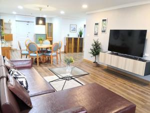 For RentCondoSukhumvit, Asoke, Thonglor : Condo for rent, Waterford Diamond Sukhumvit 30/1, size 146.5 square meters, 3 bed 2 bath, price only 48000 only.