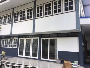 For RentHouseChengwatana, Muangthong : Land and house for rent, size 150 sq m, Muang Nonthaburi, 5 bedrooms, 5 bathrooms Ngamwongwan Road Ngamwongwan 27 allowed Nursing Home (Elderly care center)