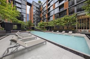 For SaleCondoSukhumvit, Asoke, Thonglor : Ekkamai Condo for sale, Quintara Treehaus Sukhumvit 42, fully furnished. Close to BTS Ekkamai.