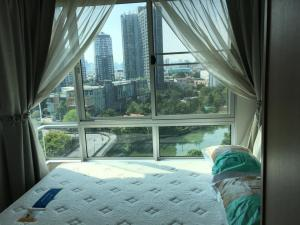For RentCondoOnnut, Udomsuk : The Base Sukhumvit 77 Condo for rent: 1 bedroom for 31.5 sqm. on 11st floor.With fully furnished and electrical appliances.Just 200 m. to Big C Extra Onnut, 850 m. to BTS Onnut.Rental only for 11,000 / m. discount from