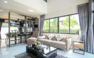 For SaleTownhouseRattanathibet, Sanambinna : Townhome for sale Tiwanon-Rattanathibet TownHome, in the heart of Soi Rawadee, near the mrt, Nonthaburi Government Center 800 m. New modern project, modern style, harmony, 3 bedrooms, 180 square meters, book today. Only this