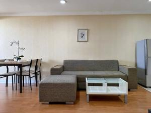 For RentCondoSukhumvit, Asoke, Thonglor : Condo for rent: 2 bedrooms 1 bathroom for 62 sqm. on 42nd floor.With fully furnished and electrical appliances.Just 600 m. to BTS Ploenjit, 630 m. to Emporium, 400 m. to The first step International Kindergarten, 770