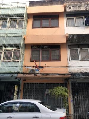For RentShophouseSathorn, Narathiwat : Commercial building for rent, 1 unit, 3 floors, 6 bedrooms, 3 bedrooms, 1 air conditioner, only 15000 baht per month, Song Chan 16 intersection 12, near the market