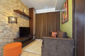 For SaleCondoRatchadapisek, Huaikwang, Suttisan : For Sale Pano Ville Condominium @MRT Ratchadaphisek 53 sq.m 2 Beds 7th floor Nice View, Corner Unit, Fully furnished