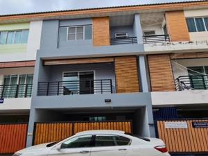 For RentTownhouseRatchadapisek, Huaikwang, Suttisan : 3-storey townhome for rent, Soi Apasiri, Suthisarn Winitchai Road, near MRT Sutthisan, Renovate completely new, decorated with loft, can register the company.