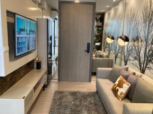 For SaleCondoSukhumvit, Asoke, Thonglor : Condo for sale Quintara Treehaus Sukhumvit 42 1 bedroom fully furnished. Close to BTS Ekkamai.
