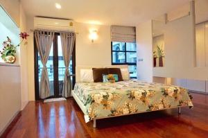For RentCondoSilom, Saladaeng, Bangrak : For rent Condo Silom Terrace (BTS Onnut station)