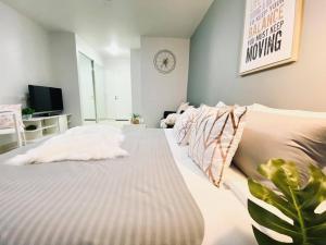 For RentCondoRama9, RCA, Petchaburi : ให้เช่าคอน I-House RCA ขนาด 26 ตารางเมตร Studio ราราเพียง 7500 บาท เท่านั้นน