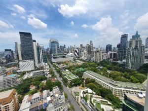 For SaleCondoWitthayu,Ploenchit  ,Langsuan : 📍 𝐋𝐈𝐅𝐄 one wireless, size 63 sq.m., people like beautiful view, urgent !! Sell cheap before transfer !! The best value in the project 🌳🌳🍃