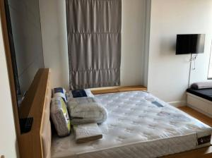 For RentCondoLadprao, Central Ladprao : Nice + fully furnished room ready for rent at Equinox.