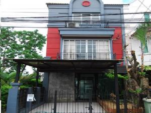 For RentTownhouseLadprao 48, Chokchai 4, Ladprao 71 : For rent, 3-storey townhome, Home office, Soi Ladprao, Wang Hin 34, Chokchai 4, Chalisa village, beautiful decoration, 3 air conditioners, housing or as a company office.
