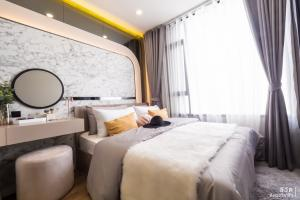 Sale DownCondoRama9, RCA, Petchaburi : Cheapest 1 bedroom, large size, fully furnished, high floor