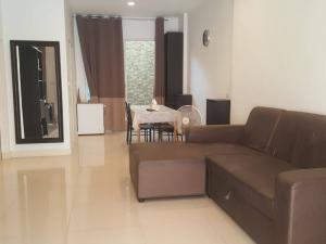 For RentTownhouseThaphra, Wutthakat : N0086 Townhome for rent, next to BTS, near Sathorn, Baan Klang Muang, Sathorn-Taksin 2, near BTS Wutthakat, convenient transportation, contact 064 746 4265