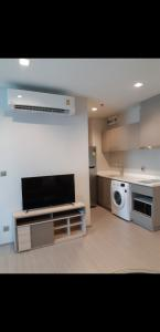 For RentCondoOnnut, Udomsuk : Life sukhumwit62, garden view, very new room, fully furnished, south, negotiable price.