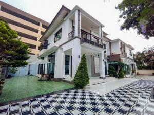 For SaleHouseLadkrabang, Suwannaphum Airport : For sale at the end of a Louis-style 5 bedroom house near Suvarnabhumi by SCG Heim. There are only 16 houses in the village.
