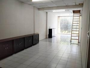 For SaleTownhouseRatchadapisek, Huaikwang, Suttisan : Townhouse for sale on the road in Ratchada area.