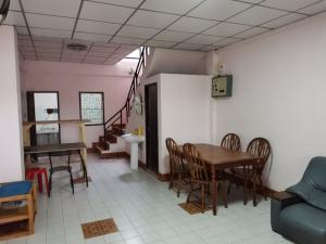 For RentTownhouseRamkhamhaeng, Hua Mak : 2-storey townhouse for rent, Preecha Village, Soi 8, Soi Hua Mak 29, size 16 sq m, 2 bedrooms, 2 bathrooms, 10,000 baht 064-959-8900