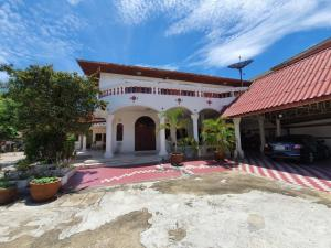 For SaleHouseChengwatana, Muangthong : Big house in the alley next to Central Chaengwattana, 4 bedrooms, 4 bathrooms, area 148 sq.w., strong structure. Use A grade material, luxurious decoration, parking for many cars