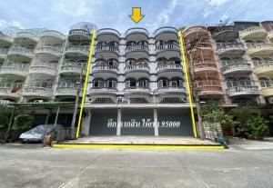 For RentShophouseWongwianyai, Charoennakor : Rent Taksin commercial building, Wongwian Yai, 3 booths, BTS Wongwian Yai